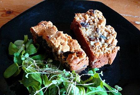 Cake sucré/salé aux oignons et pruneaux